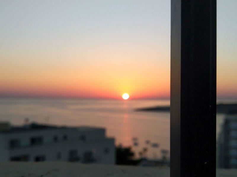 Wschód słońca na dachu hotelu - Qawra, Malta